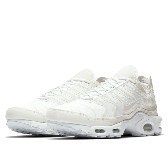 NIKE : AIR MAX PLUS DECONSTRUCTED